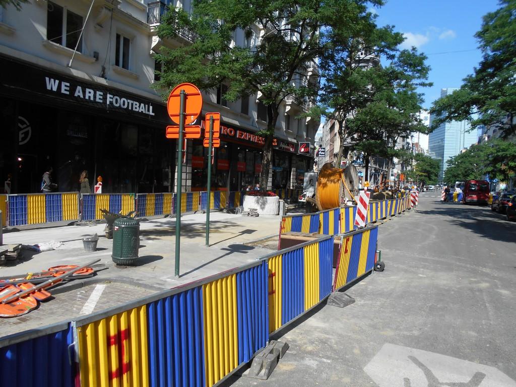 Travaux non stop, piétonnier, trottoir inexistant... quel commerce résisterait à pareil traitement ? D'autant que le boulevard A. Max est désert à 15h !