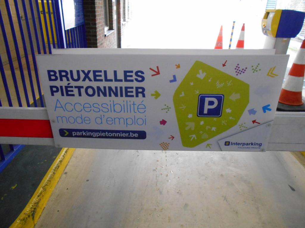 Les parkings, idem : d'abord on veut en creuser quatre nouveaux, et puis on se rend compte que ceux qui existent... ne sont plus accessibles !