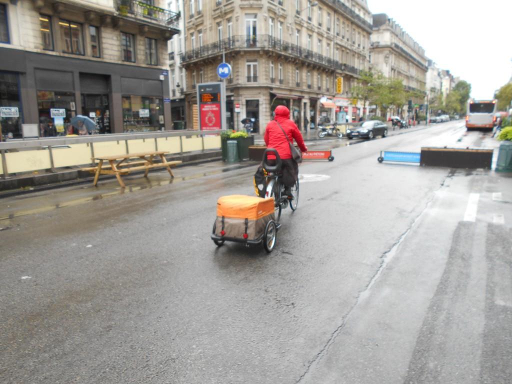 """Après le """"vélo cargo"""", le """"vélo remorque"""" permettant d'acheminer de petites quantités de marchandises"""