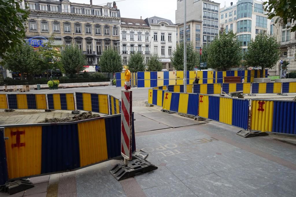 Ce qu'un touriste voit en sortant de l'hôtel : un chantier — extrêmement bruyant et qui débute à 7h du matin !