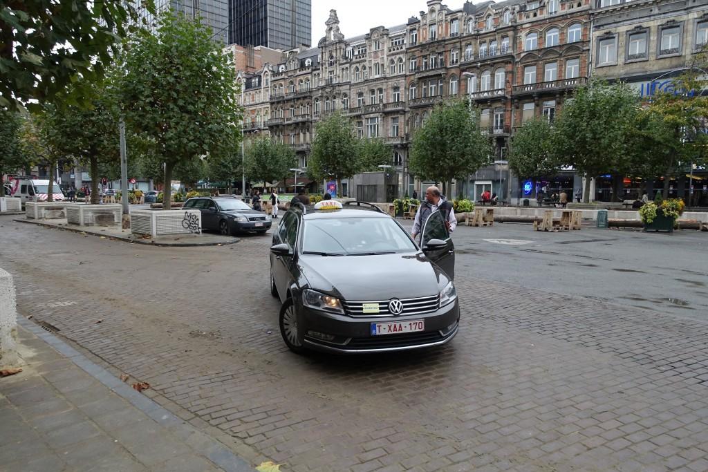 Les taxis peuvent désormais débarquer leurs clients juste devant l'entrée de l'hôtel — ou plus exactement des travaux