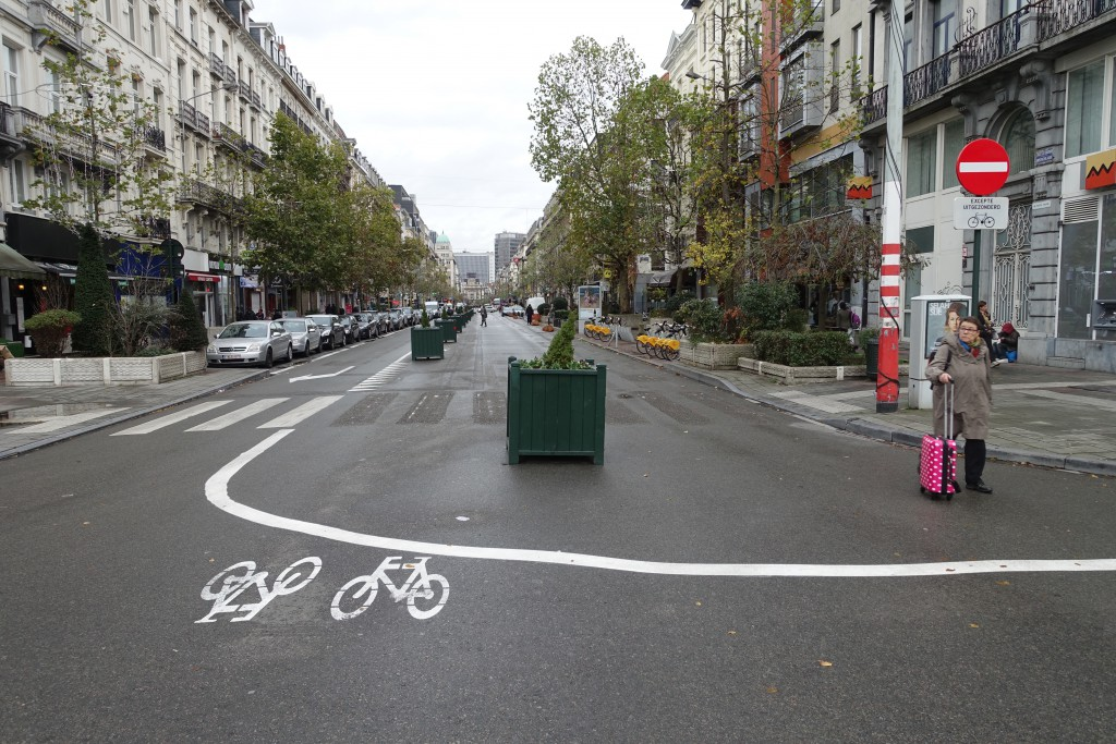 Dans la mesure où l'on ne peut franchir une ligne blanche continue, Yvan Mayeur a transformé les deux tiers du boulevard Anspach en cul-de-sac !