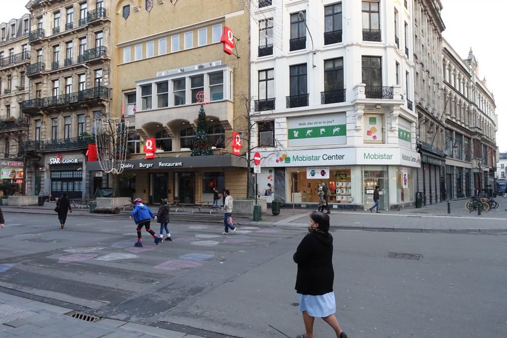 Pendant ce temps, Bruxelles est devenue une ville morte : les commerçants ont baissé leurs volets