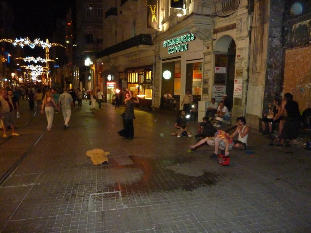 Istiklal Caddesi le soir (photo de l'auteir)