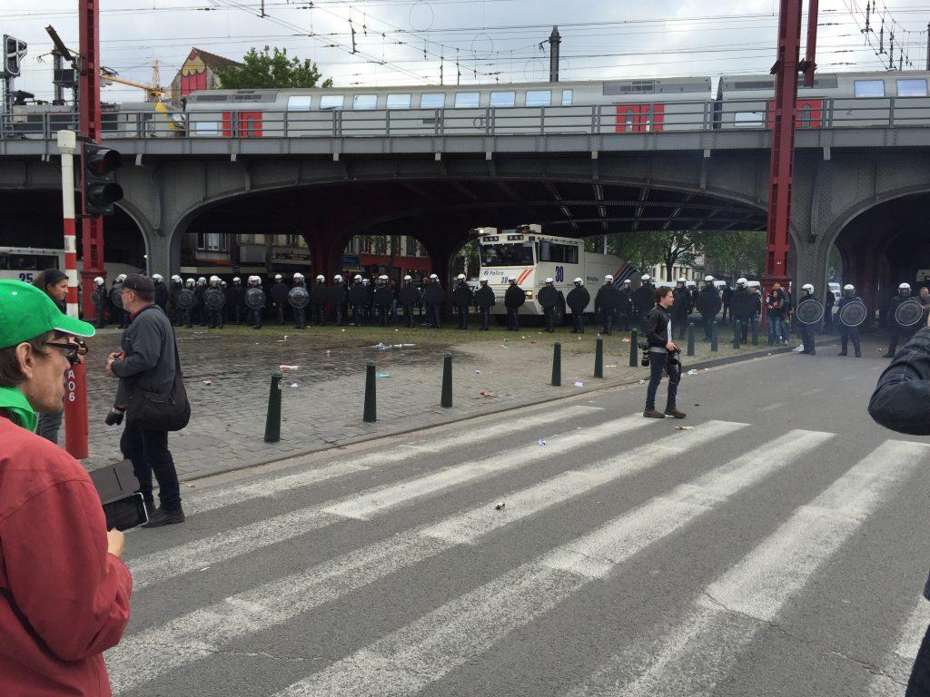 La police barre l'accès à la gare