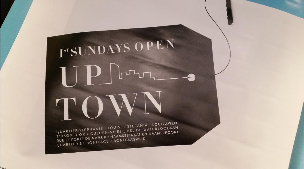 """""""Up Town"""" dit le logo : cela doit signifier : """"Haut de la ville"""""""