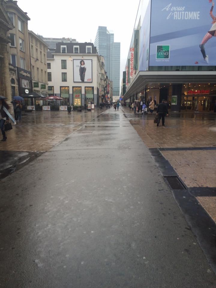 Et le résultat : la rue Neuve ce samedi 1er octobre vers 11 heures