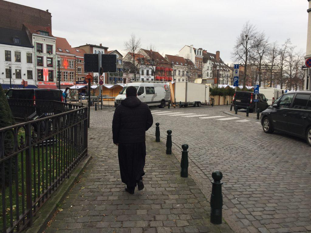 Inoffensif passant ou...Bruxelles vit dans l'angoisse d'une réplique des attentats terroristes du 22 mars 2016