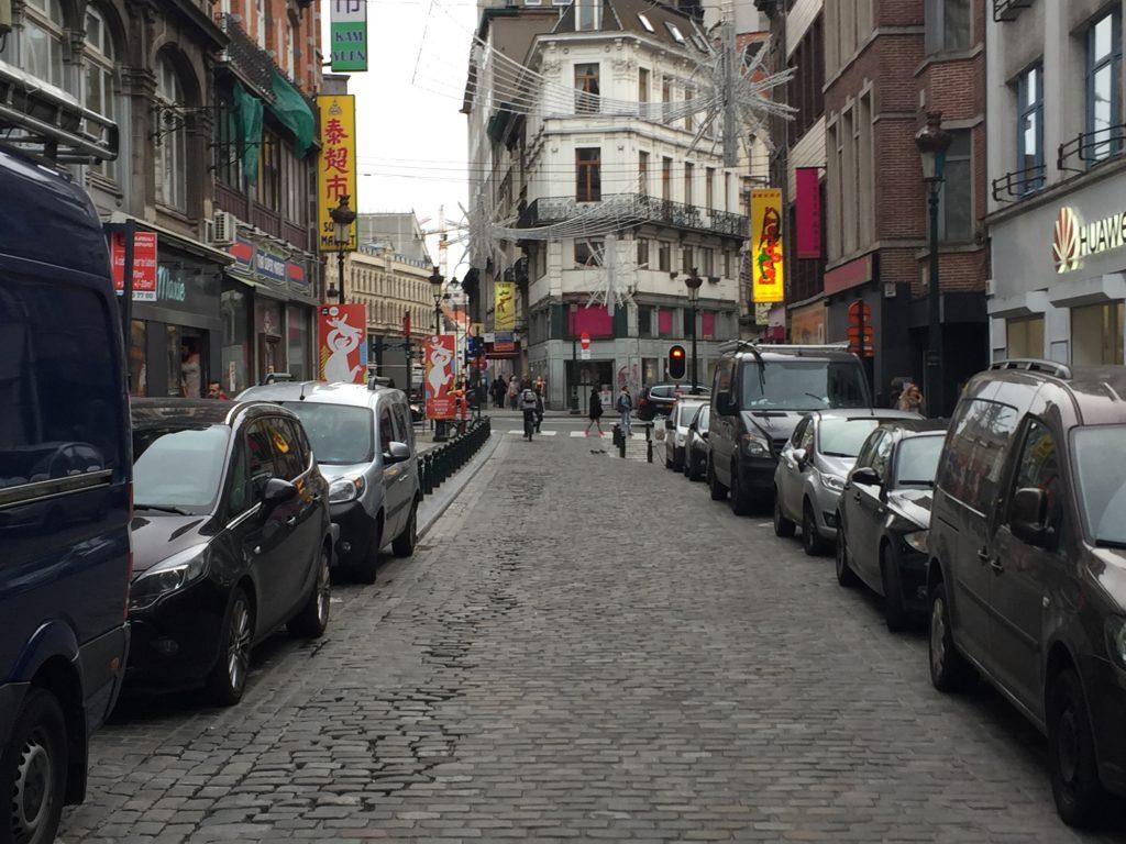 ... ce n'est guère étonnant : sa rue — la rue Sainte Catherine — est devenue déserte