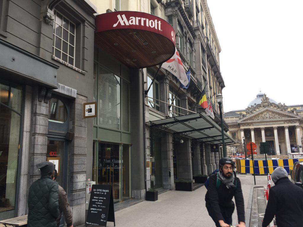 """Voici le cadre désolé du """"Marriott Brussels Grand Place"""" : on comprend qu'il s'en aille !"""